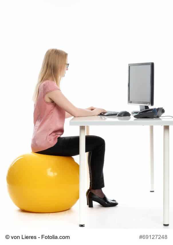 sitzball als alternative zum b rostuhl schwadke news. Black Bedroom Furniture Sets. Home Design Ideas